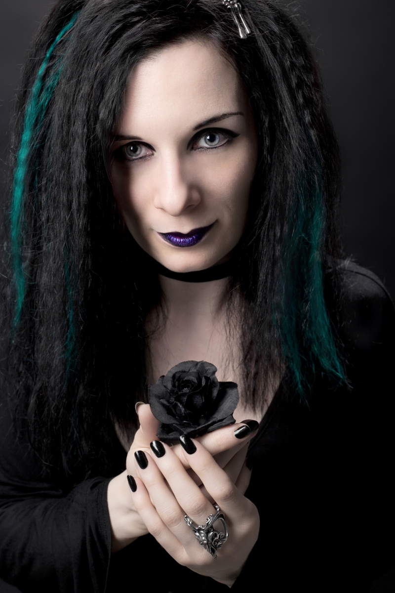 EXPERT FOCUS - NATASHA SCHARF TALKS BECOMING A GOTH, AN AUTHOR AND HOW THE INTERNET HAS CHANGED THE PRESS